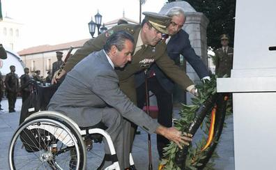 Aspaym protagoniza el arriado de la bandera en el Palacio Real de Valladolid