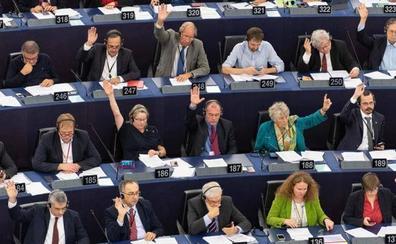 La Eurocámara pide la prohibición de fundaciones «que exalten el fascismo» como la de Franco