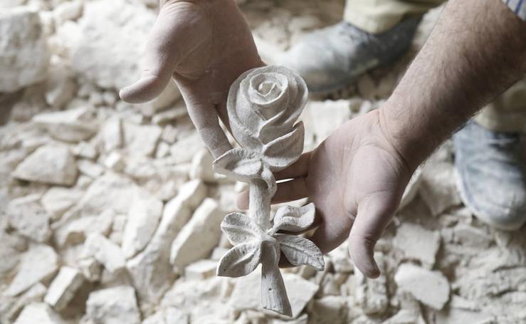 Así trabaja la piedra el refugiado sirio afincado en Palencia Ahmad Louai Tavanjat