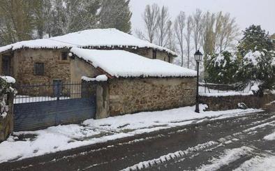 La nieve dificulta el acceso a Palencia desde Cantabria y cierra Piedrasluengas a los camiones