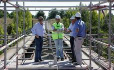 El puente de hierro sobre el Voltoya se transforma en peatonal