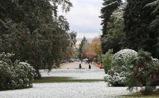 Las primeras nieves asoman a la montaña segoviana