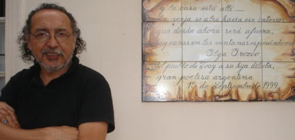 Hugo Francisco Rivella con la obra 'Oración por mi cuerpo y sus ladridos' gana el premio Leonor de Poesía