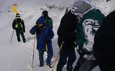 Rescatados cinco vecinos de Cantabria que se habían quedado atrapados en la nieve en Lunada