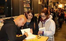El escritor Pérez Gellida firma 'Todo lo mejor' en la librería Oletvm de Valladolid