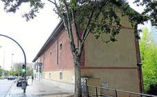 El Ayuntamiento corta la luz enganchada a una farola del centro social La Molinera