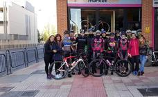 Lale Cubino, Santi Blanco y Moisés Dueñas pedalean hasta Santiago por la seguridad de los ciclistas