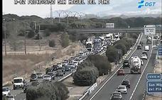 Cinco kilómetros de retenciones por una colisión entre tres turismos en la A-62 en Tordesillas