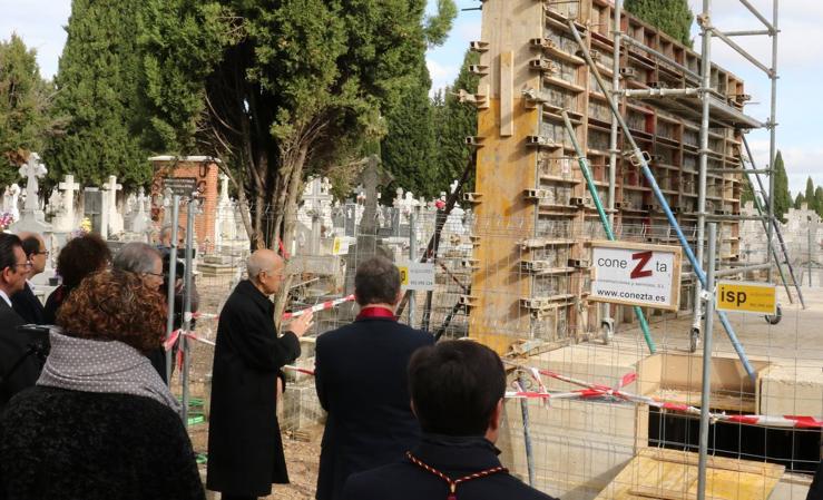 Homenaje a la víctimas del franquismo en el cementerio de El Carmen de Valladolid