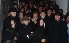La Noche de Almas Blancas de Mogarraz llena el pueblo de luz, rezos y plegarias
