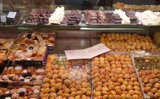 Buñuelos y huesos de santo mantienen sus precios en Palencia