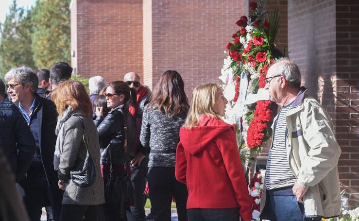 Visitas en el tanatorio para presentar los respetos al fallecido Tomás Rodríguez Bolaños y a su familia