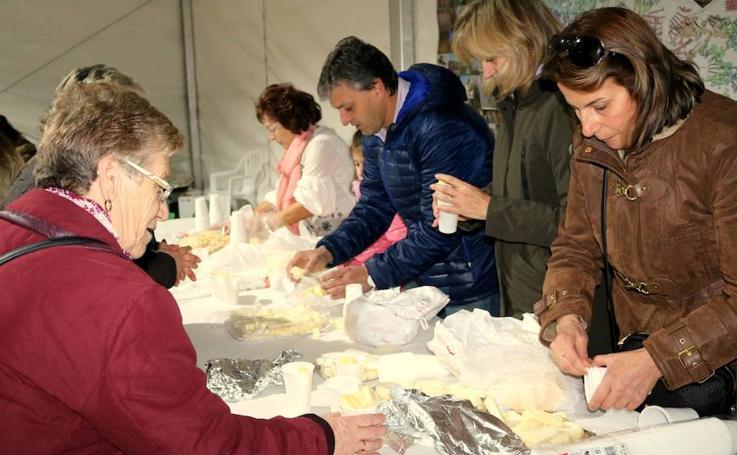 Reparto de queso en Baltanás