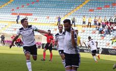 El Salamanca CF renace ante Las Palmas Atlético para poner fin a su pésima racha (2-0)