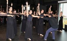 Clase magistral con el bailarín Antonio Mázquez en la Escuela de Danza de Valladolid