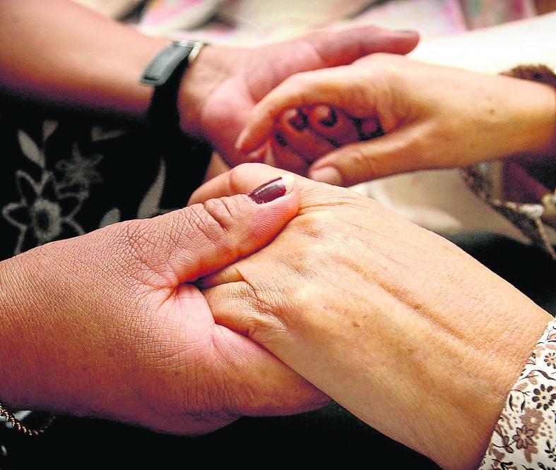 Cruz Roja presta ayuda en la provincia a casi un centenar de personas cuidadoras