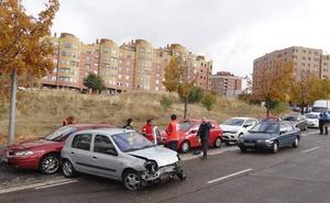 Un conductor herido al chocar su vehículo contra otros tres estacionados en Parquesol