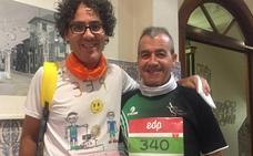 El salmantino Pablo Mollón, con disminución visual, y su guía completan el Maratón de Oporto