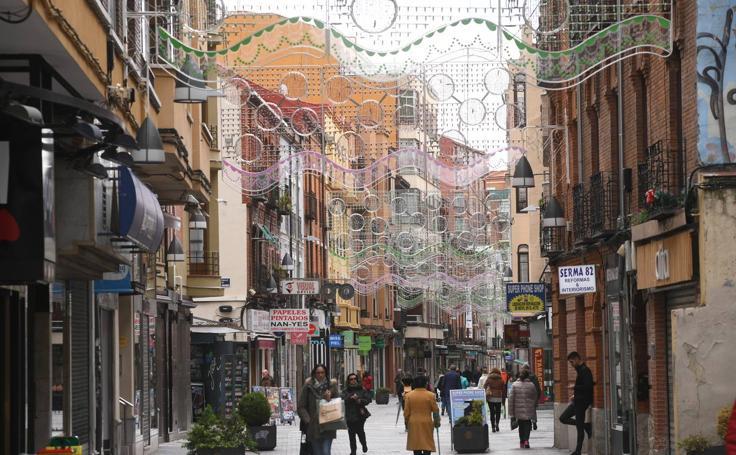 Comienza la instalación de las luces de Navidad en Valladolid