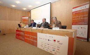 Sáez Aguado cree que el nuevo vial es «imprescindible» para abrir el hospital