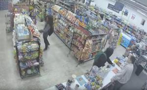 Vídeo: Así fue el curioso atraco fallido en un supermercado