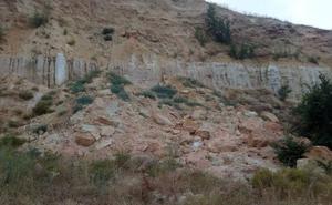 El Ayuntamiento da un ultimátum al dueño del solar próximo a un colegio donde hubo avalancha de rocas