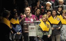 El Coro Ederki, dirigido por Javier Busto, canta en la Iglesia de San Miguel
