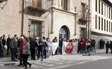 Una treintena de vallisoletanos secunda la cacerolada contra la decisión del Supremo sobre hipotecas