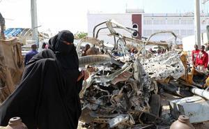 Aumentan a 58 los muertos en el triple atentado con coche bomba en Somalia