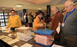 La votación de los presupuestos participativos se desarrolla en medio del interés y la curiosidad