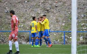 Los viajes y las bajas condenan al Guijuelo ante el filial de Las Palmas (3-1)