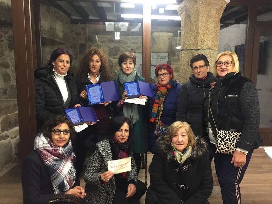 La AECC premia la labor solidaria de tres establecimientos locales