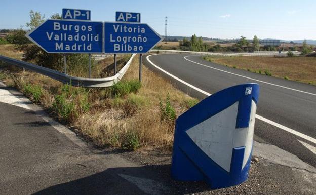 Ábalos asegura que la AP-1 será gratuita y el modelo a seguir en otras autopistas