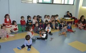 51 de los 60 alumnos de la Escuela Infantil cuentan con bonificaciones municipales
