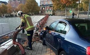 Se entrega el conductor fugado que chocó contra una valla de protección en Parquesol