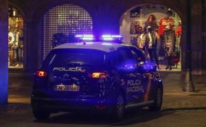 Herido grave tras colisionar contra una farola cuando huía de la Policía