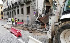 Obras aprovecha los trabajos en San Juan para arreglar blandones y baches en San Agustín