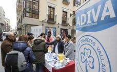 Diabetes de Valladolid y el Colegio de Enfermería miden la glucemia en la calle para concienciar a la población