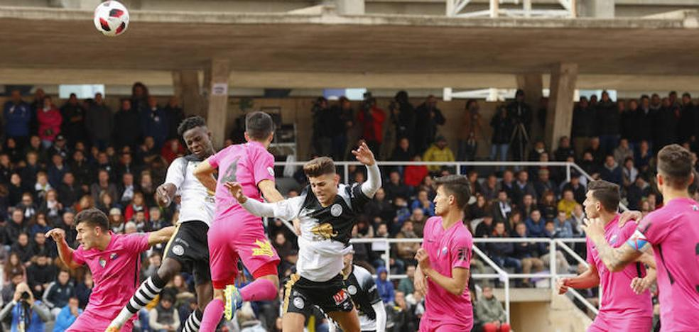 Las Pistas del Helmántico tendrán un aforo de hasta 4.000 espectadores en el derbi entre Unionistas y Salamanca CF