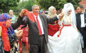 Celebra la boda de su vigésimo cuarto hijo con 200 nietos y 3.000 invitados