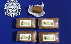 Detenido en Salamanca con cinco envoltorios de resina de hachis en los bolsillos