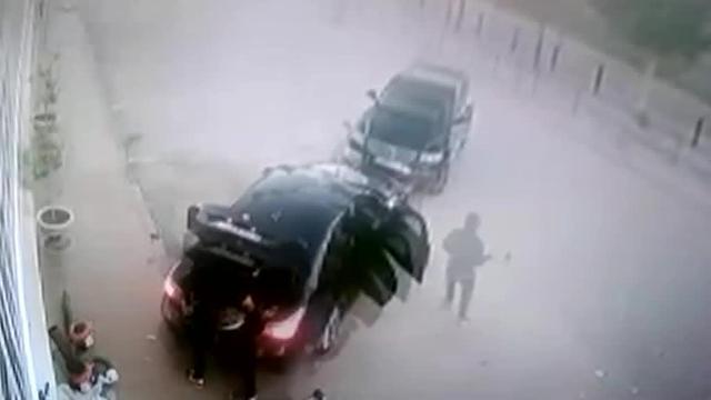 Un héroe se enfrenta en Málaga a tres ladrones con los que se encuentra mientras estaban robando