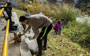 Crean por redes sociales un comando ciudadano para limpiar de plásticos en Valladolid