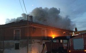 Un incendio provoca graves daños en dos viviendas de la localidad vallisoletana de Villavicencio