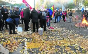 Los trabajadores del centro penitenciario de Topas reanudan sus acciones de protesta