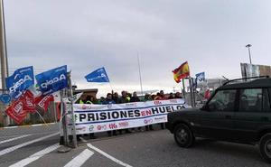 La concentración de funcionarios ralentiza el acceso a la cárcel de Segovia