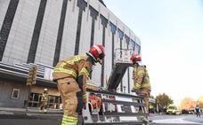 Un simulacro de incendio en El Corte Inglés corta el puente de Juan de Austria