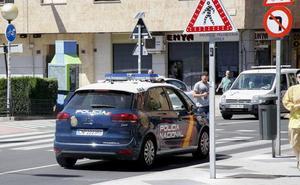 Detenido tras amenazar con un cuchillo a dos jóvenes para robarles las carteras y los móviles en Salamanca