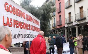 Cien personas se concentran en Valladolid para pedir una pensión mínima de 1.080 euros