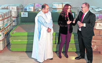 La comunidad educativa regional envía material escolar al Sahara